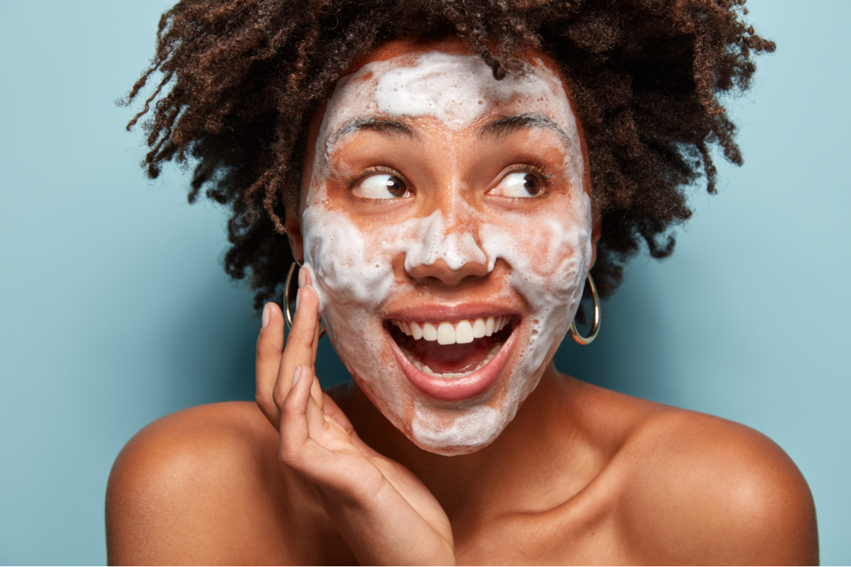 The Dermatologist Approved Way To Wash Your Face After A Workout The Warm Up